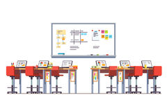 Σύγχρονο δωμάτιο κατηγορίας τεχνολογίας με τα μόνιμα γραφεία Στοκ εικόνα με δικαίωμα ελεύθερης χρήσης