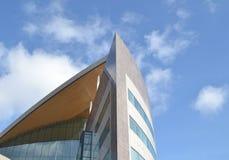 Σύγχρονο archtecture στον κόλπο του Κάρντιφ, Ουαλία Στοκ Εικόνα