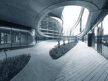 σύγχρονο plaza κτηρίων Στοκ Φωτογραφία