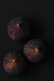Σύκα που απομονώνονται φρέσκα στο Μαύρο Στοκ Εικόνες