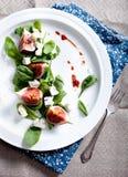 Σύκα, gorgonzola και σπανακιού σαλάτα Στοκ Εικόνες