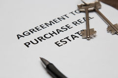 Σύμβαση για την πώληση του σπιτιού στοκ εικόνα με δικαίωμα ελεύθερης χρήσης