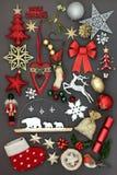 Σύμβολα Χριστουγέννων με τις διακοσμήσεις Στοκ Φωτογραφίες