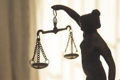 Σύμβολο αγαλμάτων μετάλλων της δικαιοσύνης Themis Στοκ φωτογραφίες με δικαίωμα ελεύθερης χρήσης