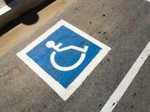 Σύμβολο δυνατότητας πρόσβασης για τους χρήστες αναπηρικών καρεκλών στοκ εικόνες