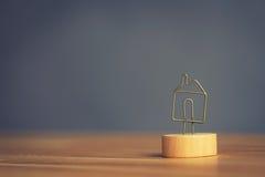σύμβολο εικονιδίων σπιτιών μετάλλων Στοκ Φωτογραφίες