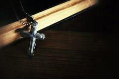 Σύμβολο Ιησούς Cross θρησκείας χριστιανισμού και Βίβλος Στοκ εικόνες με δικαίωμα ελεύθερης χρήσης
