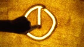Σύμβολο στην άμμο απόθεμα βίντεο