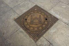 Σύμβολο σχεδίου τέχνης της πόλης της Πράγας στην κάλυψη καταπακτών στο μονοπάτι Στοκ φωτογραφία με δικαίωμα ελεύθερης χρήσης
