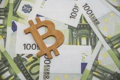 Σύμβολο bitcoin στα ευρωπαϊκά χρήματα νομίσματος Στοκ εικόνες με δικαίωμα ελεύθερης χρήσης