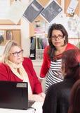 Σύμβουλος Karen Constantine και ομιλία Raushan Ara Στοκ εικόνες με δικαίωμα ελεύθερης χρήσης