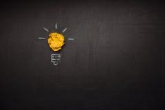 Σύμβολο λαμπών φωτός φιαγμένο από τσαλακωμένο έγγραφο Στοκ φωτογραφίες με δικαίωμα ελεύθερης χρήσης