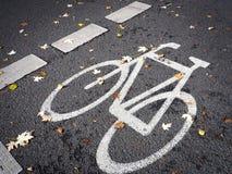 Σύμβολο ποδηλάτων στην οδό, πάροδος ποδηλάτων Στοκ Εικόνες