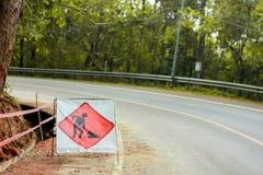 Σύμβολο προσοχής ασφάλειας στην οδό κατασκευής Στοκ φωτογραφία με δικαίωμα ελεύθερης χρήσης