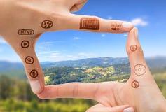 Σύμβολο χεριών που σημαίνει τη ψηφιακή κάμερα Στοκ Εικόνες