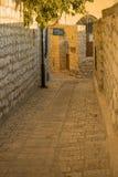 Σύμμαχος με το σημάδι συναγωγών Abuhav, σε Safed ( Tzfat)  στοκ εικόνα με δικαίωμα ελεύθερης χρήσης