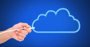 Σύνδεση καλωδίων εκμετάλλευσης χεριών με το σύννεφο Στοκ Εικόνες