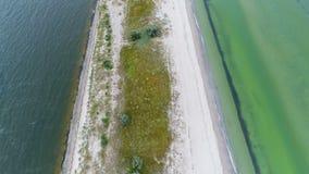 Σύνδεση παραλιών εμποδίων φρέσκια και θαλασσινό νερό φιλμ μικρού μήκους