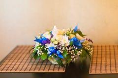 Σύνθεση άνοιξη με τα λουλούδια χρώματος Στοκ Φωτογραφία