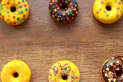 Σύνθεση έξι donuts στοκ εικόνα