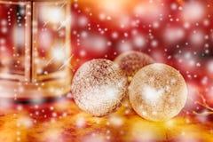 Σύνθεση διακοπών Χριστουγέννων στο θολωμένο υπόβαθρο με το διάστημα αντιγράφων στοκ εικόνες