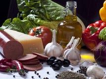 Σύνθεση ζωής συστατικών τροφίμων ακόμα με τα λαχανικά, ελιά Ο Στοκ Εικόνες