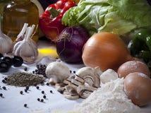 Σύνθεση ζωής συστατικών τροφίμων ακόμα με τα λαχανικά, ελιά Ο Στοκ Εικόνα