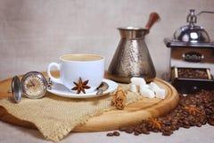 Σύνθεση καφέ, σε ένα αναδρομικό ύφος, φυσικός καφές φασολιών Στοκ εικόνα με δικαίωμα ελεύθερης χρήσης