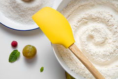 Σύνθεση κουζινών εξαρτημάτων ψησίματος προετοιμασιών στοκ φωτογραφίες