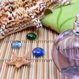 σύνθεση κύπελλων που επιπλέει gerber spa τις πετσέτες πετρών Στοκ Εικόνες