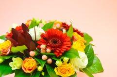 Σύνθεση λουλουδιών για το σαλόνι των λουλουδιών στοκ φωτογραφίες