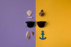 Σύνθεση με τα γυαλιά ηλίου Στοκ εικόνα με δικαίωμα ελεύθερης χρήσης