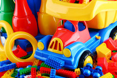 Σύνθεση με τα ζωηρόχρωμα πλαστικά παιχνίδια παιδιών Στοκ Εικόνες
