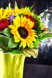 Σύνθεση με την ανθοδέσμη των λουλουδιών Στοκ Εικόνα