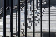 Σύνθεση με τη γεωμετρική δομή των βημάτων και του balustra μετάλλων Στοκ εικόνα με δικαίωμα ελεύθερης χρήσης