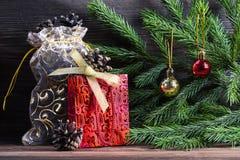 Σύνθεση με τις διακοσμήσεις Χριστουγέννων Στοκ Φωτογραφίες