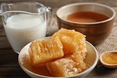 Σύνθεση με το γάλα και το μέλι Στοκ φωτογραφίες με δικαίωμα ελεύθερης χρήσης