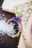 Σύνθεση με lavender και τα βιβλία Στοκ εικόνα με δικαίωμα ελεύθερης χρήσης