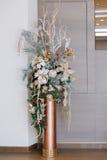 Σύνθεση λουλουδιών Χριστουγέννων και του νέου έτους Στοκ εικόνα με δικαίωμα ελεύθερης χρήσης