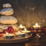 Σύνθεση-πέτρες SPA, κεριά, aromatherapy, ξηρά λουλούδια Στοκ εικόνες με δικαίωμα ελεύθερης χρήσης