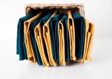 Σύνθεση πετσετών λινού στο κιβώτιο αποθήκευσης στοκ φωτογραφία με δικαίωμα ελεύθερης χρήσης
