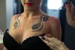 Σύνθεση τέχνης σώματος στην προκλητική μόδα modell Στοκ φωτογραφία με δικαίωμα ελεύθερης χρήσης