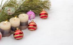 Σύνθεση του νέου έτους στο χιόνι Στοκ φωτογραφία με δικαίωμα ελεύθερης χρήσης