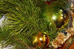 Σύνθεση των παιχνιδιών και του χριστουγεννιάτικου δέντρου Στοκ Εικόνες