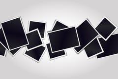 Σύνθεση των ρεαλιστικών μαύρων πλαισίων φωτογραφιών στο ελαφρύ υπόβαθρο απεικόνιση αποθεμάτων