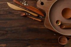 Σύνθεση των συσκευών κουζινών στον ξύλινο πίνακα Στοκ Εικόνα