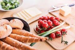 Σύνθεση των τροφίμων στον πίνακα Στοκ Φωτογραφία