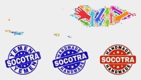 Σύνθεση χεριών του χάρτη αρχιπελαγών Socotra και των κατασκευασμένων χειροποίητων σφραγίδων απεικόνιση αποθεμάτων