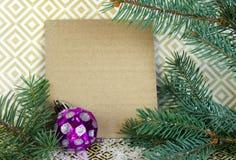 Σύνθεση Χριστουγέννων με ελεύθερου χώρου για τα συγχαρητήρια Spruc στοκ φωτογραφία με δικαίωμα ελεύθερης χρήσης