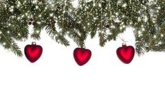 Σύνθεση Χριστουγέννων με τα μπιχλιμπίδια, τις ερυθρελάτες και το χιόνι καρδιών Στοκ Φωτογραφία